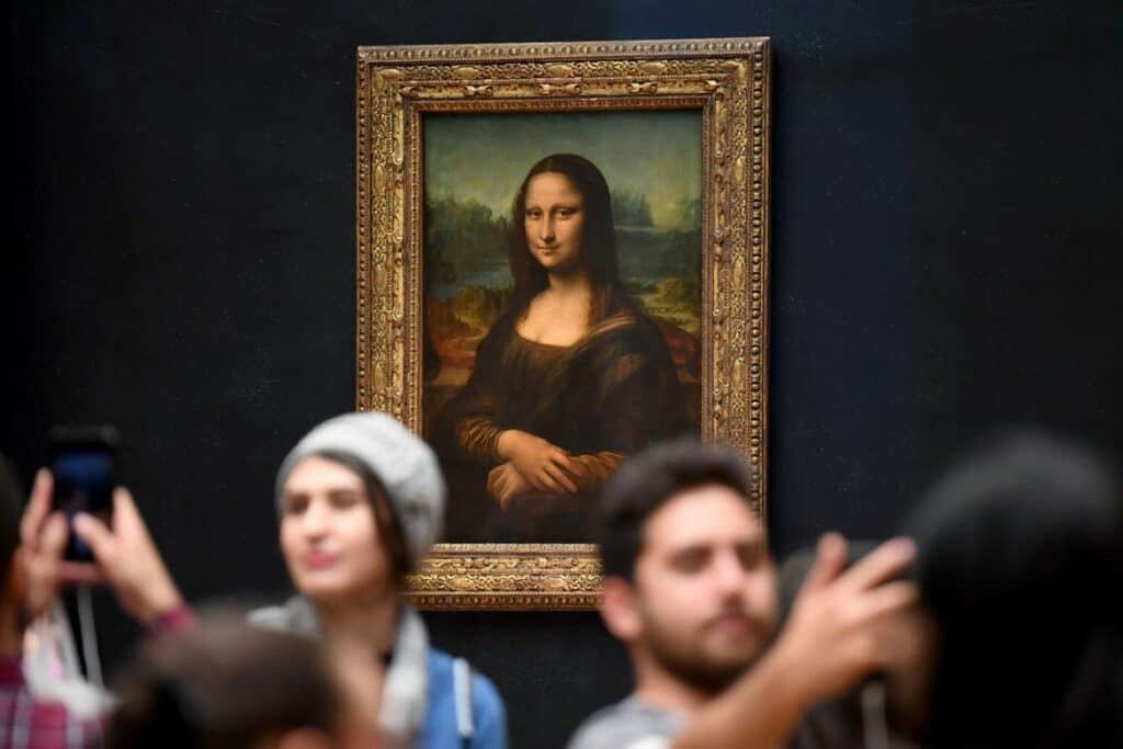 Mona Lisa and art viewers. Credit: Eric Feferberg/Getty Images | Source: hypebeast.com