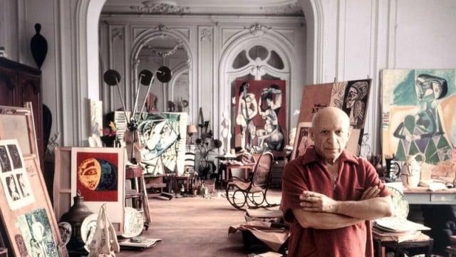 Picasso in his studio | Image source: https://blog.barcelonaguidebureau.com
