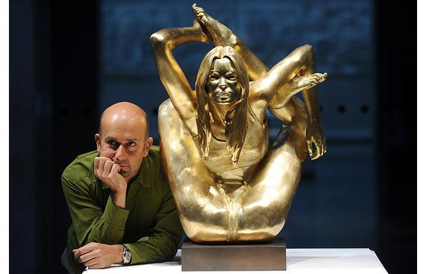 Artist Marc Quinn and his gold sculpture Siren (Image courtesy of The Telegraph UK)