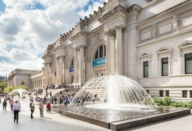 The Metropolitan Museum and the new David Koch Plaza / Image source: nycgo.com
